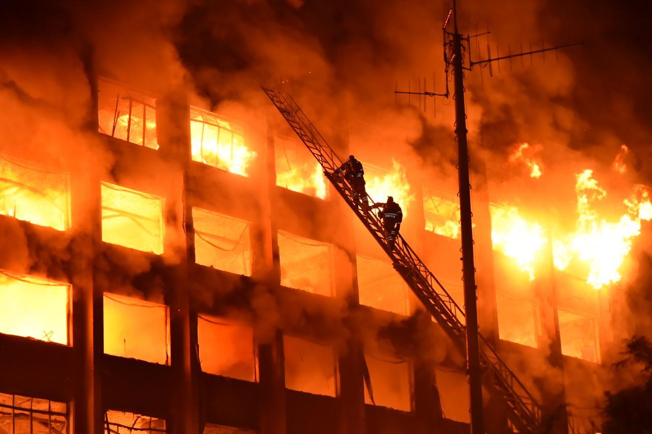 Um incêndio de grandes proporções atingiu a edificação na última quarta-feira (14). (Foto: Rodrigo Ziebell/Ascom GVG)