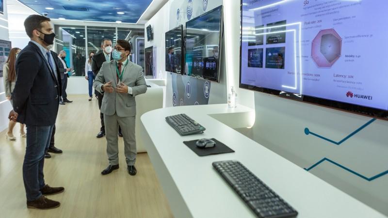Empresa apresentou a Leite protótipo de central integrada de segurança e projeto de sala de aula inteligente para ensino híbrido - Foto: Gustavo Mansur / Palácio Piratini
